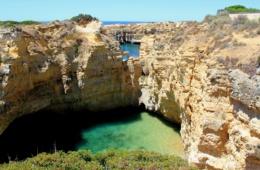 Bucht in der Algarve in Portugal
