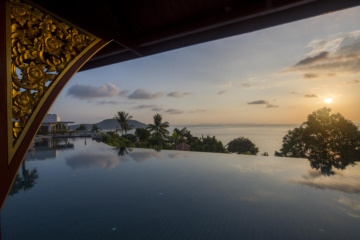Infinity Pool im Sonnenuntergang