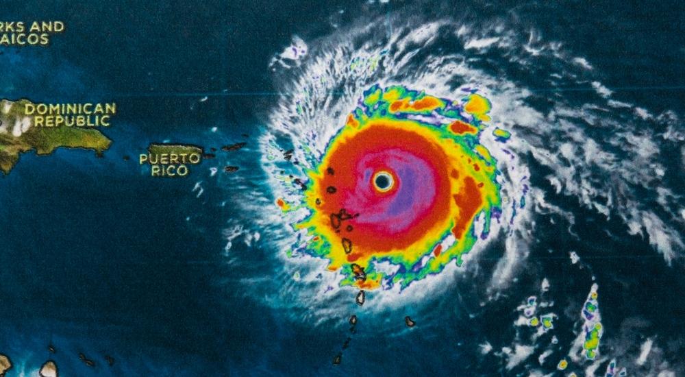 Geofarbenes Bild eines Hurrikans in der Karibik