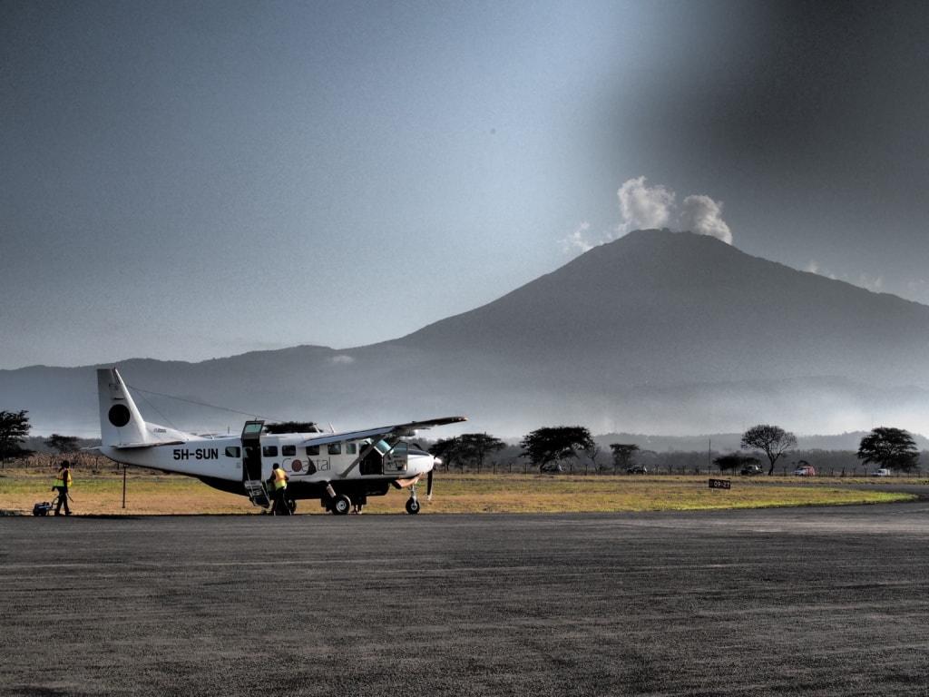 Vom Serena Airstrip bei Arusha fliegt man etwas zwei Stunden bis ins Herz der Serengeti zum One Nature Nyaruswiga.