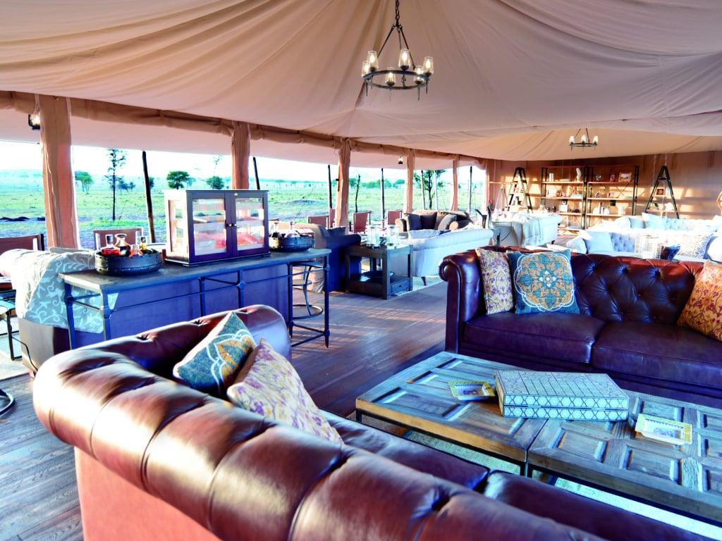 Im Lounge-Zelt des One Nature Nyaruswiga Camps kann man es sich gemütlich machen.
