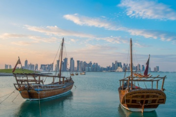 Dhau vor Skyline in Doha