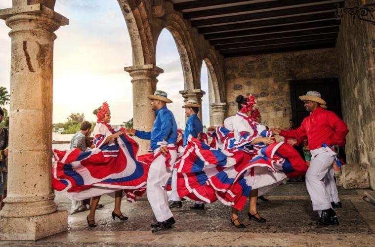 Highlights der Dominikanischen Republik:Merengue-Tänzer in Santo Domingo