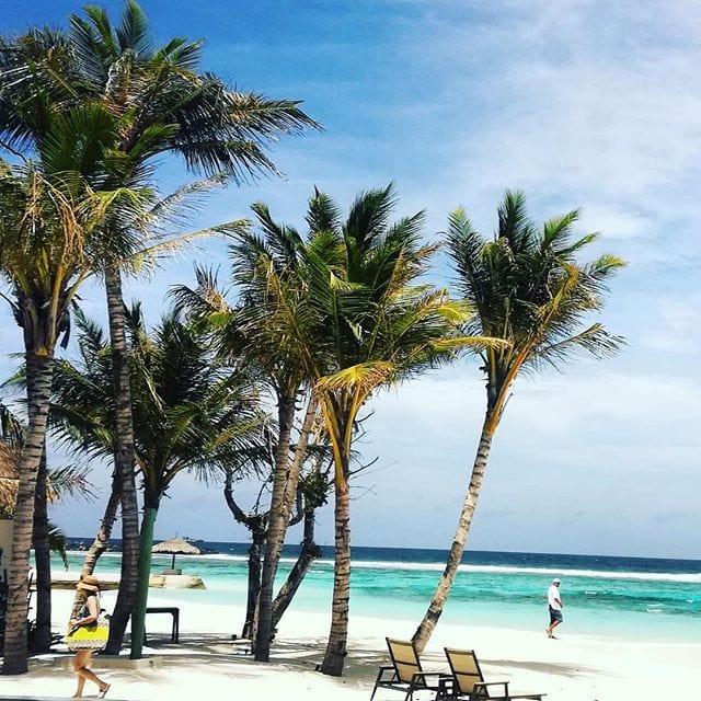 Happy as the Sun ist Reporterin Susanne auf den #Malediven. Wir haben vollstes Verständnis. #traumurlaub #reportervorort #welivetoexplore #traveldeeper #passionpassport #beach
