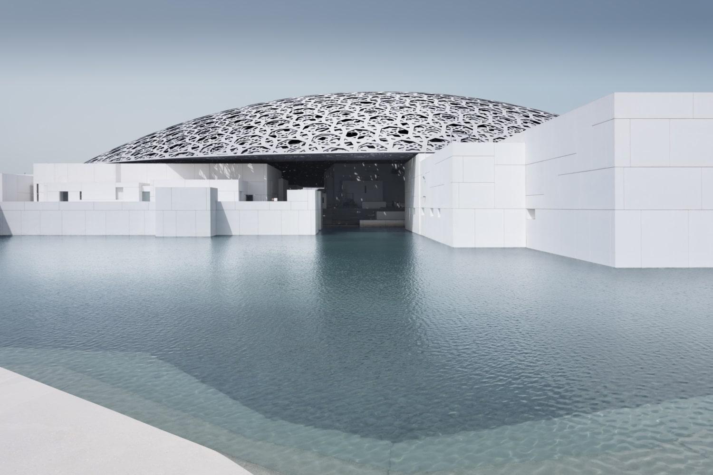 Architektonisch brilliantes Museum mit Kuppel und Kanälen