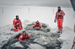 Eisbad in Finnland