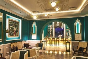 Luxusbar in Granhotel mit edlem Interieur