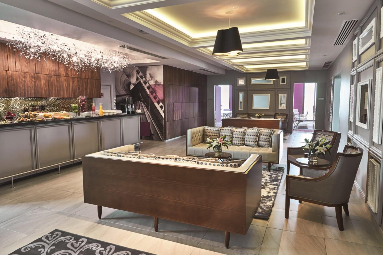 Lobby eines Luxushotels mit Lounge