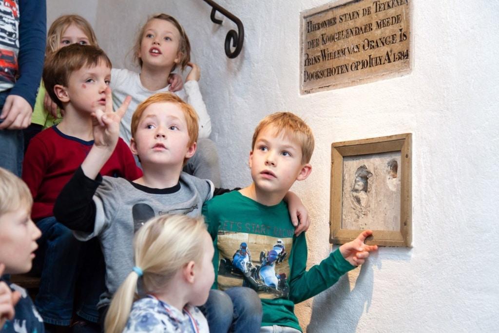 Kinder im Prinsenhof in Delft