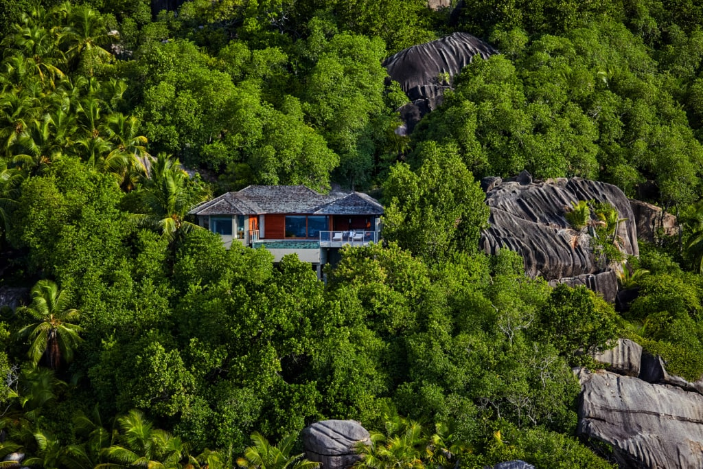 Lodge inmitten von Wald in Hügel
