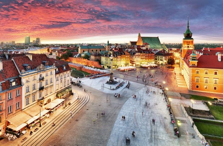 Königsschloss und Altstadt in Warschau aus der Vogelperspektive