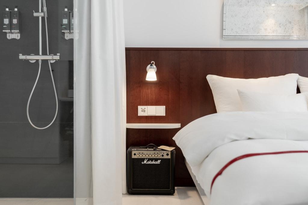 Zimmer mit Verstärker im Ruby Coco Hotel, Düsseldorf