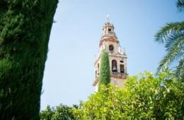 Kirchturm einer der Sehenswürdigkeiten in Córdoba