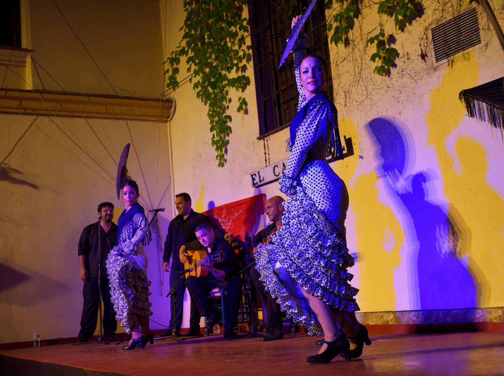 Flamenco-Show ist eine der Sehenswürdigkeiten in Córdoba, die man nicht verpassen sollte