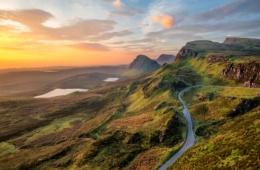 Sonnenaufgang über Quiraing, einer beliebten Filmkulisse in Schottland