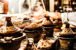 Lamm Tajine auf Straßenmarkt in Marrakesch