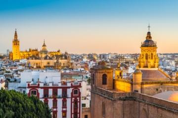 Sevilla von oben mit Palästen