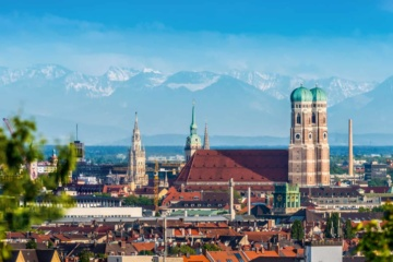 München Innenstadt von oben mit Alpenpanorama