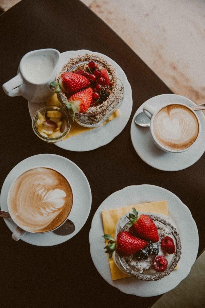 Kaffee und Müsli im Cafe Jasmin in München