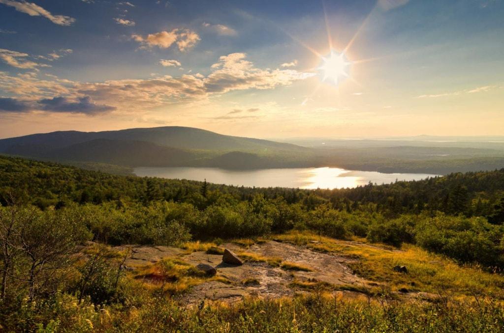 Panoramasicht über den Eagle Lake vom Cadillac Mountain in Maine