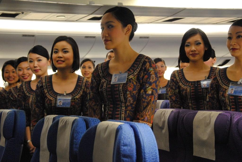 Singapore Girls in der Kabine