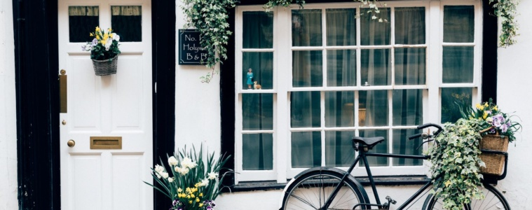 Hauseingang mit Fahrrad