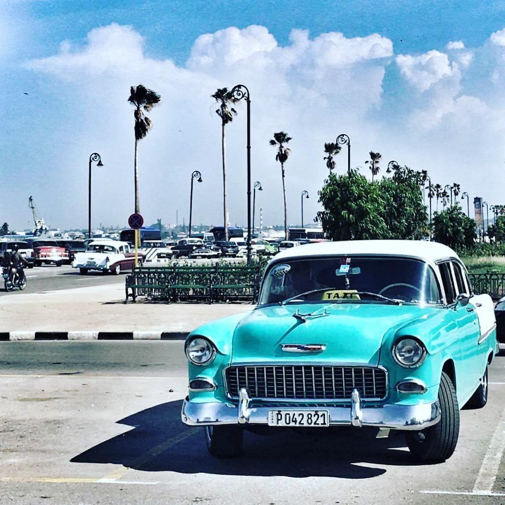 Dreaming of #Kuba. Redakteurin Ulli war auf Oldtimer-Suche auf der Karibikinsel. #reportervorort #travelgram #passionpassport #car #instatravel