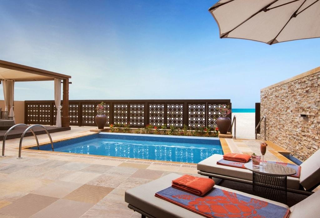 Terrasse in der Beach Villa der Saadiyat Rotana Resort & Villas