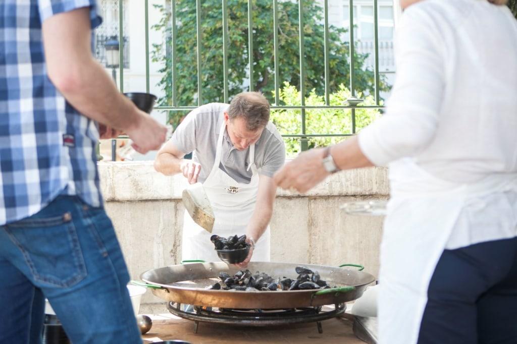 Koch während des Clòtxina Fest Valencia