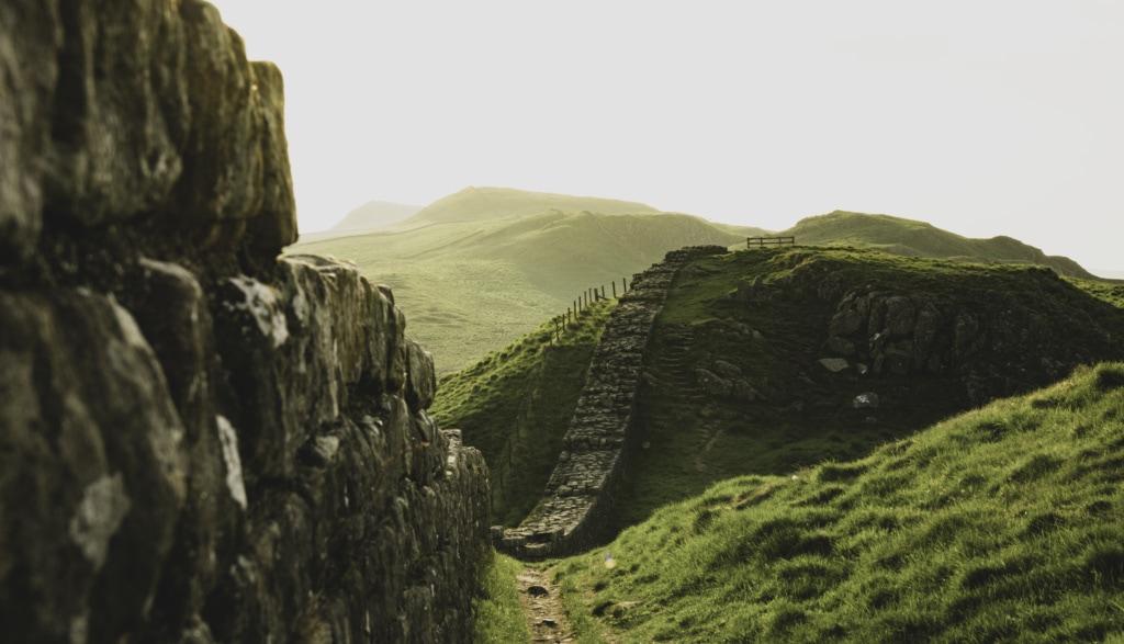 Immer entlang der Hadrians Wall führt der gleichnamige Wanderweg der »England's Great WalkingTrails«.