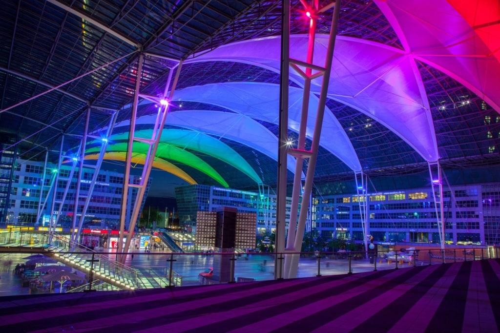 Flughafen München in der Nacht