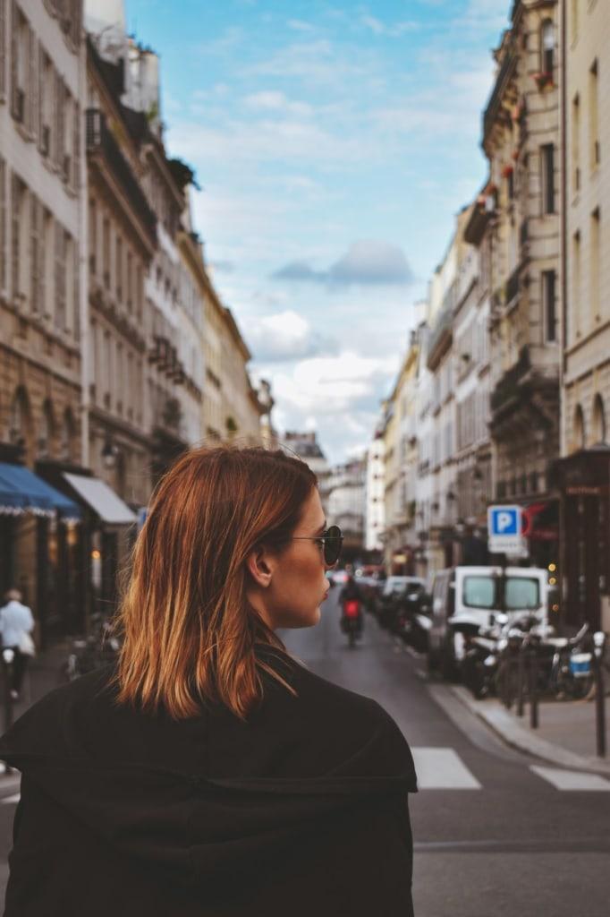 Frau Sonnenbrille Straße Paris
