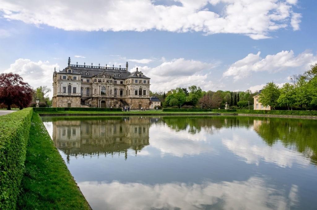 Großer Garten mit Schloss in Dresden