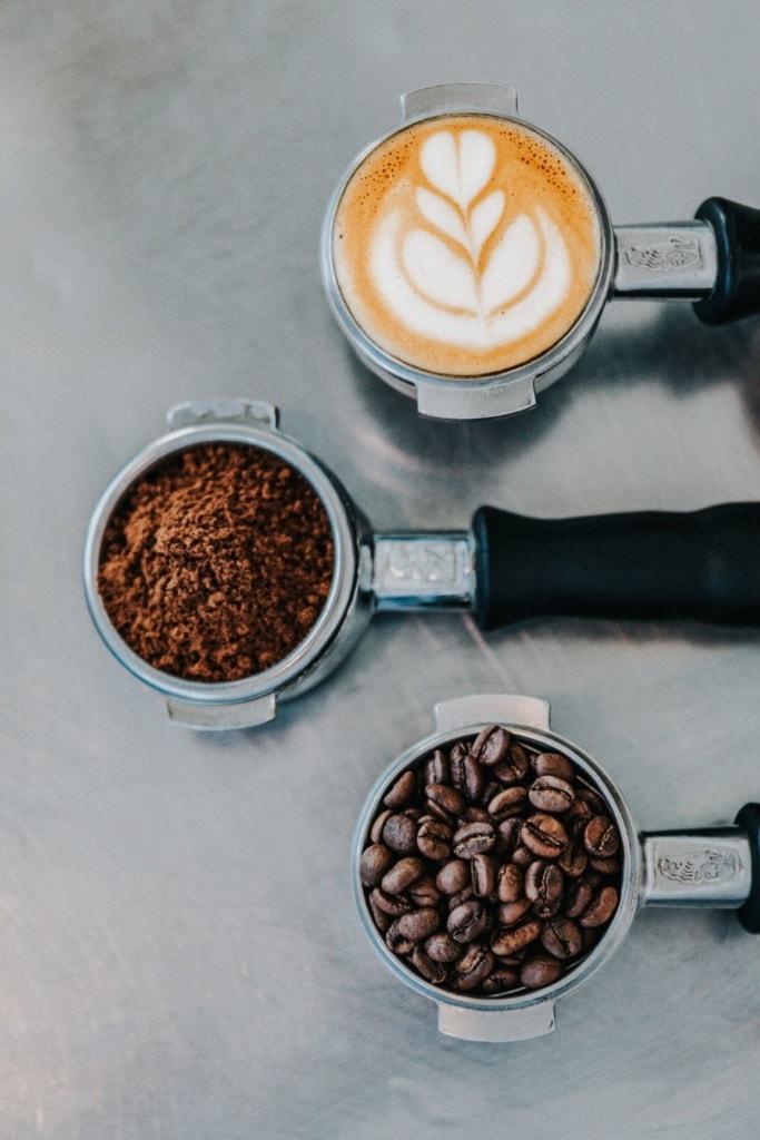 Kaffeebohnen, gemahlener Kaffee, fertiger Kaffee