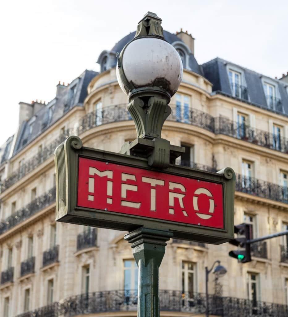 Metro-Zeichen in Paris