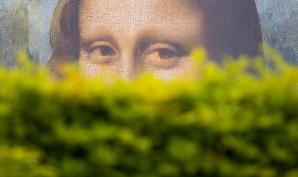 Mona Lisa hinter Busch