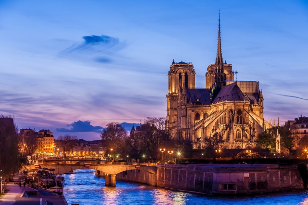 Notre-Dame in Paris am Abend