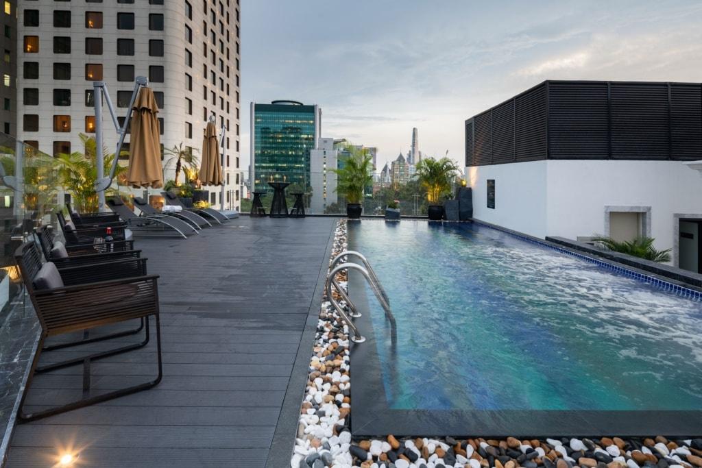 Swimmingpool des Bach Suites Saigon
