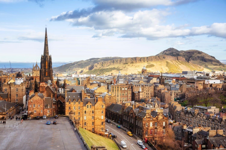 Blick über die schottische hauptstadt Edinburgh