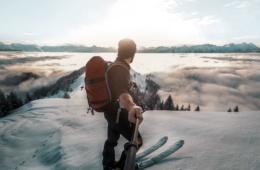 Skifahrer mit Selfie-Stick