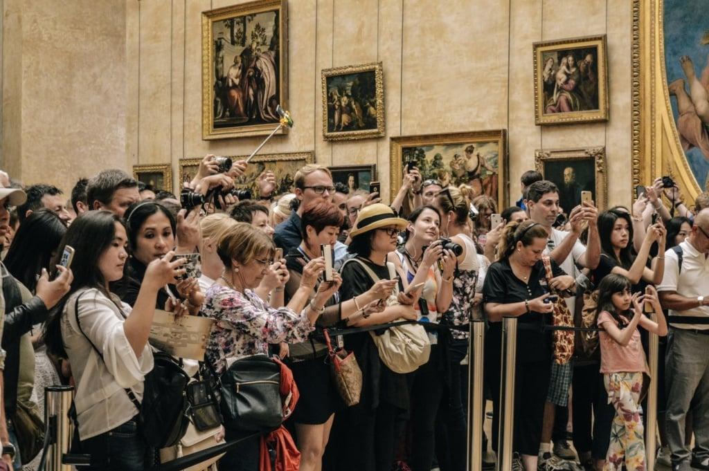 Besucher im Louvre in Paris