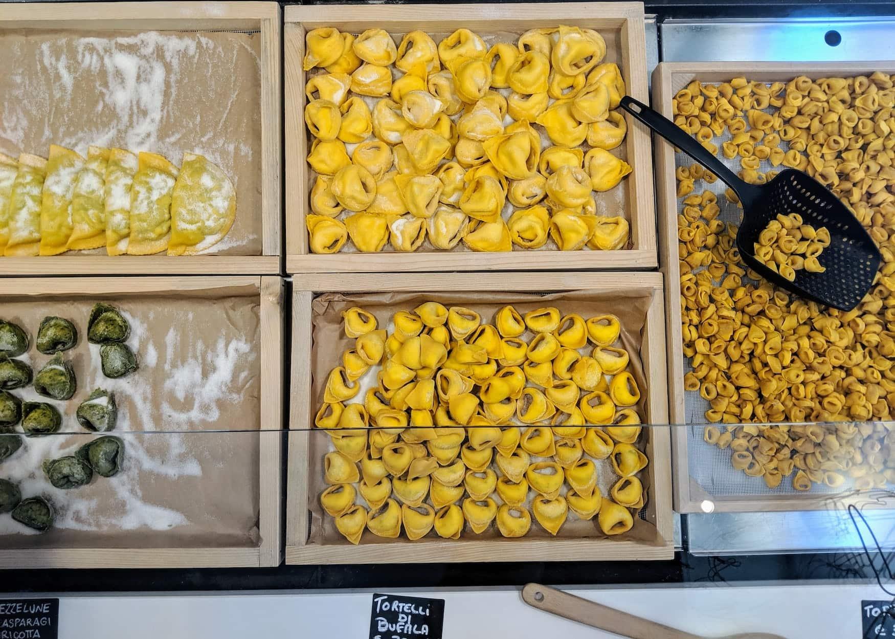 Frische Tortellini kann man essen in Bologna