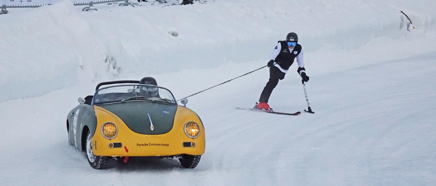 Skijöring - oder sich vom Rennwagen auf Ski übers Eis zerren lassen. So spektakulär war das GP Ice Race in Zell am See.