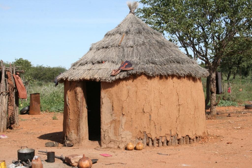 Bei dem Besuch in einem Himba-Dorf in Namibia sei gewarnt – viele Touranbieter nutzen das Volk aus.