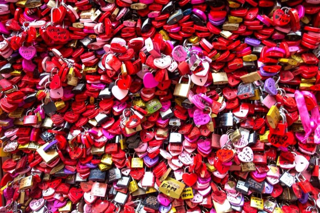 Liebesschlösser vor Julias Haus in Verona