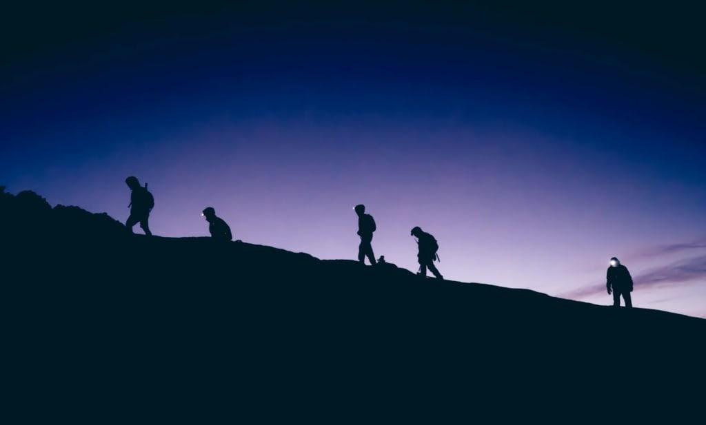 Mount Kinabalu: Bergsteiger in der Dämmerung