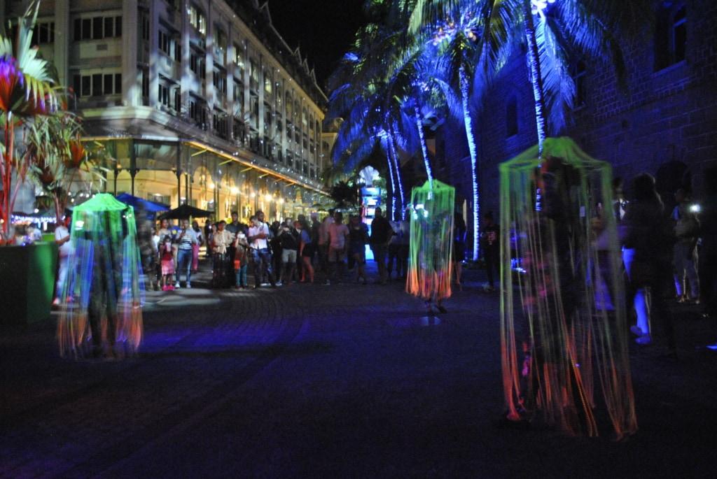 Es tanzt, zwitschert und leuchtet zum Porlwi Festival auf Mauritius.