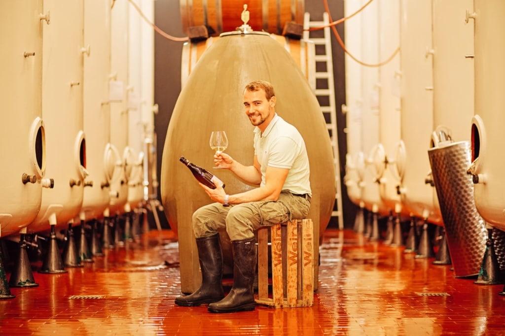 Winzer im Weingut Aldinger