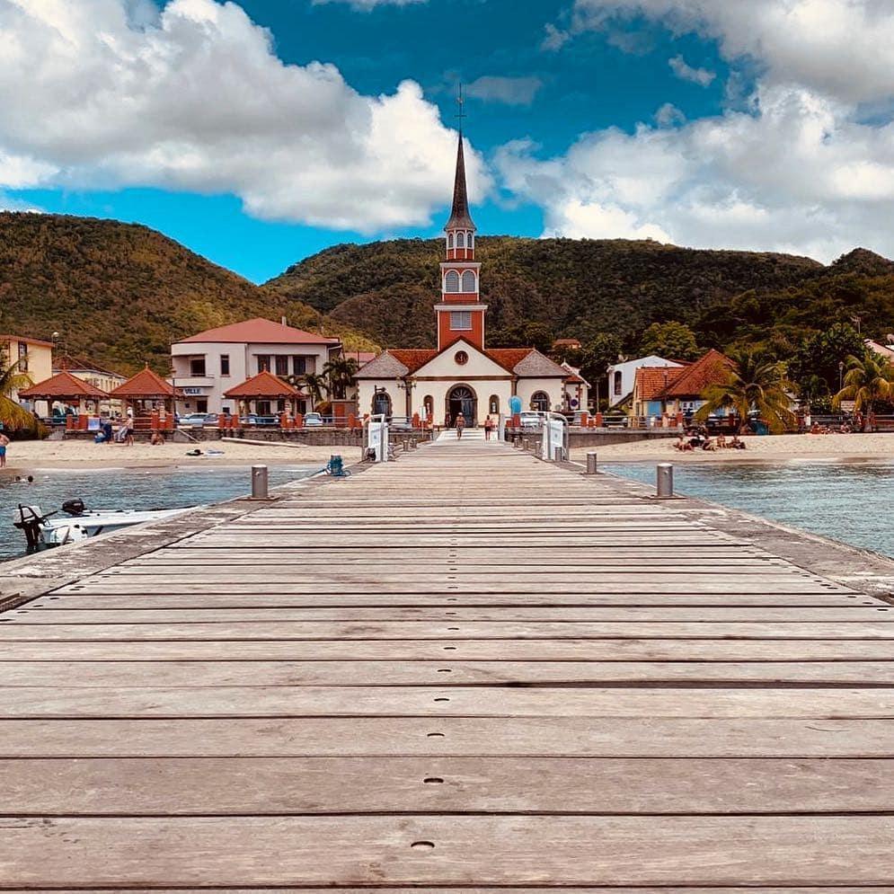 Der Steg des Glücks: les Anses-d'Arlet, #Martinique. An der karibischen Seite des Lebens. Foto von Reporterin @aspirinia. Die ist aber schon wieder weiter gezogen. Wohin verraten wir später.