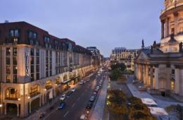 Hilton Hotel am Gendarmenmarkt Fassade Deutscher Dom